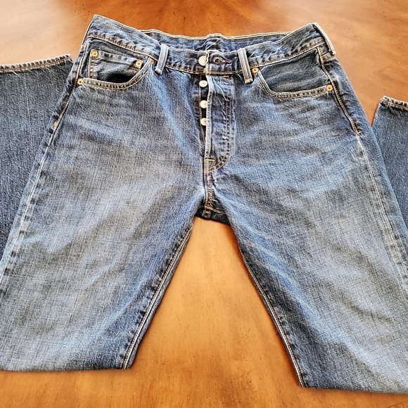 Levi Button Fly 501 shrink to fit jeans